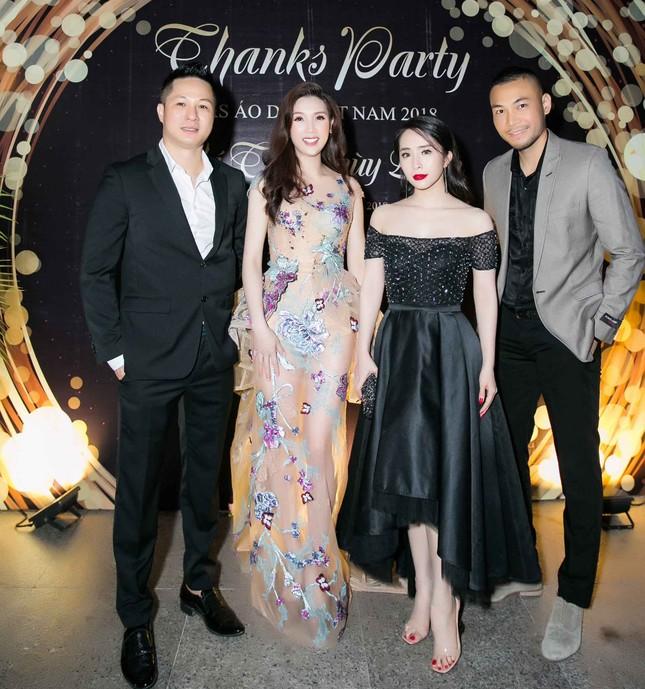 MC Phan Anh và dàn sao dự tiệc chúc mừng HH Áo dài Phí Thuỳ Linh ảnh 11