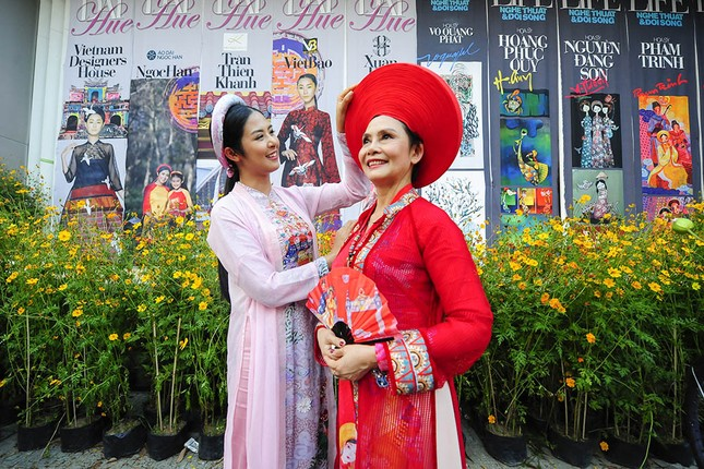 Con gái Hồng Quế dạn dĩ bên Hoa hậu Ngọc Hân trên sàn catwalk ảnh 10