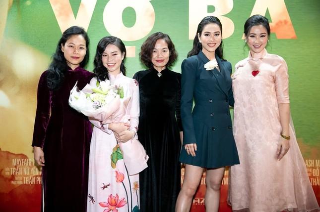 Á hậu Hoàng Thuỳ khoe body đầy đặn, eo thon gợi cảm khiến fans xao xuyến ảnh 7