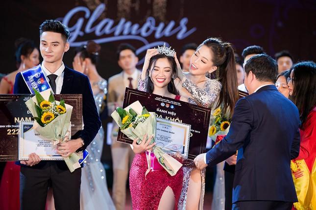 Á hậu Hoàng Thuỳ khoe body đầy đặn, eo thon gợi cảm khiến fans xao xuyến ảnh 14