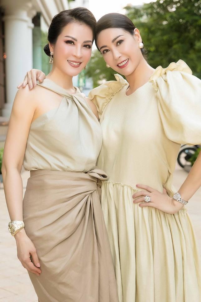 Hoa hậu Tiểu Vy gây sốt khi để mặt mộc đọ sắc bên Á hậu Phương Nga, Thuý An ảnh 8