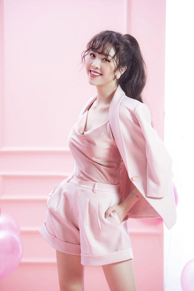 Á hậu Thuý An gợi cảm đón tuổi mới, hé lộ sẽ dự thi quốc tế ảnh 8