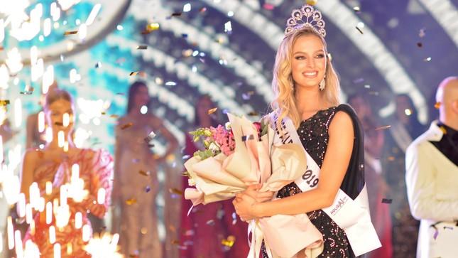 Lộ diện thêm dàn đối thủ quyến rũ, tài năng của Hoàng Thuỳ ở Miss Universe 2019 ảnh 4