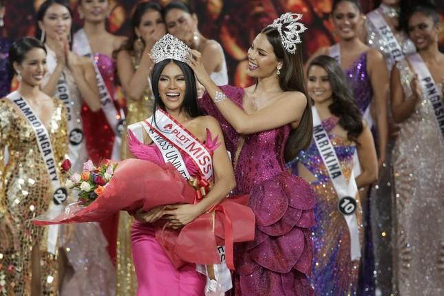 Lộ diện thêm dàn đối thủ quyến rũ, tài năng của Hoàng Thuỳ ở Miss Universe 2019 ảnh 1