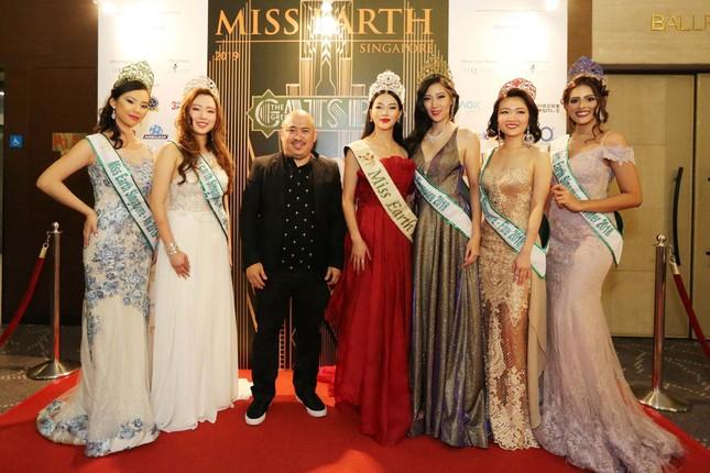 Hoa hậu Phương Khánh nóng bỏng với sắc đỏ dự chung kết Miss Earth Singapore 2019 ảnh 7