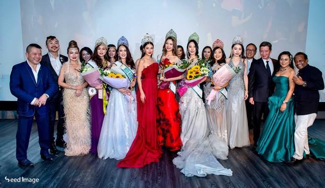 Hoa hậu Phương Khánh nóng bỏng với sắc đỏ dự chung kết Miss Earth Singapore 2019 ảnh 9