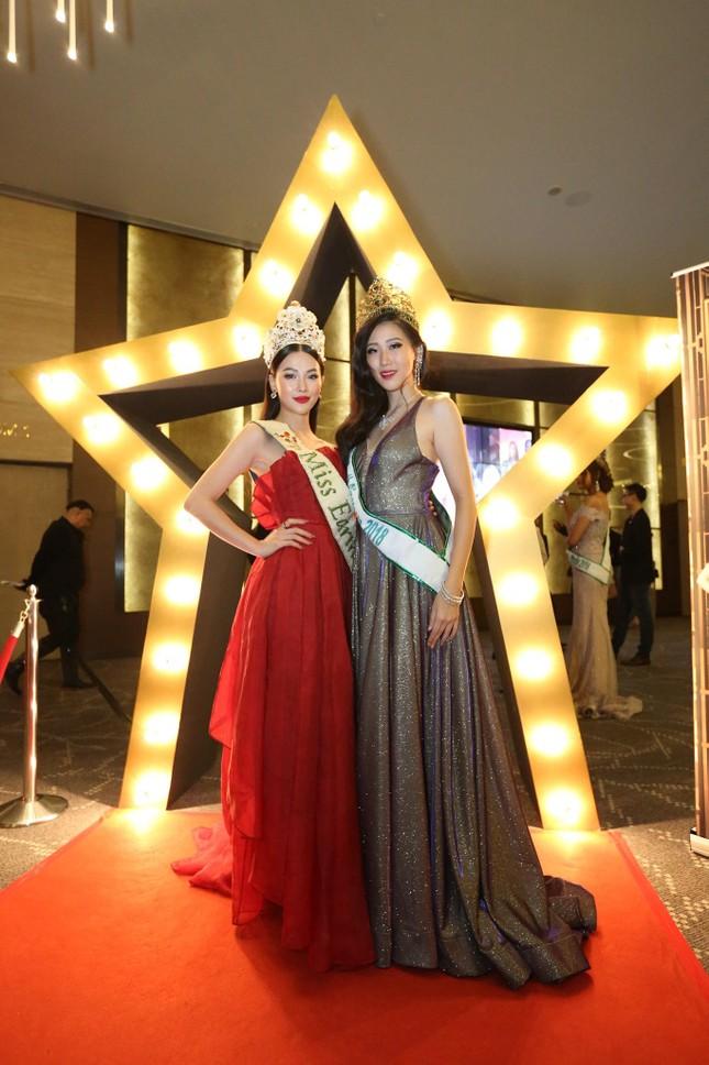 Hoa hậu Phương Khánh nóng bỏng với sắc đỏ dự chung kết Miss Earth Singapore 2019 ảnh 2