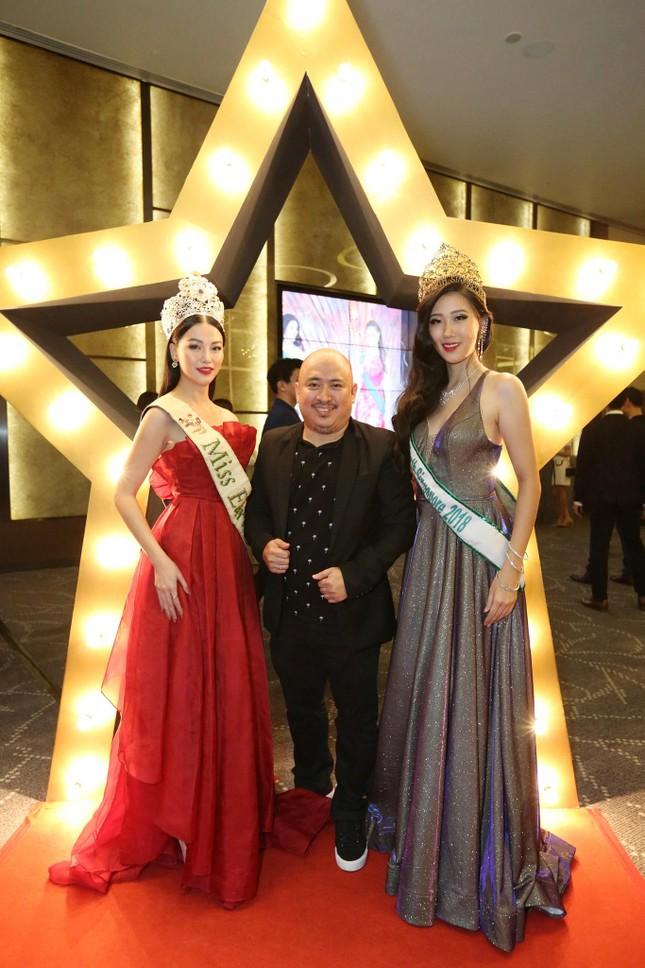Hoa hậu Phương Khánh nóng bỏng với sắc đỏ dự chung kết Miss Earth Singapore 2019 ảnh 4