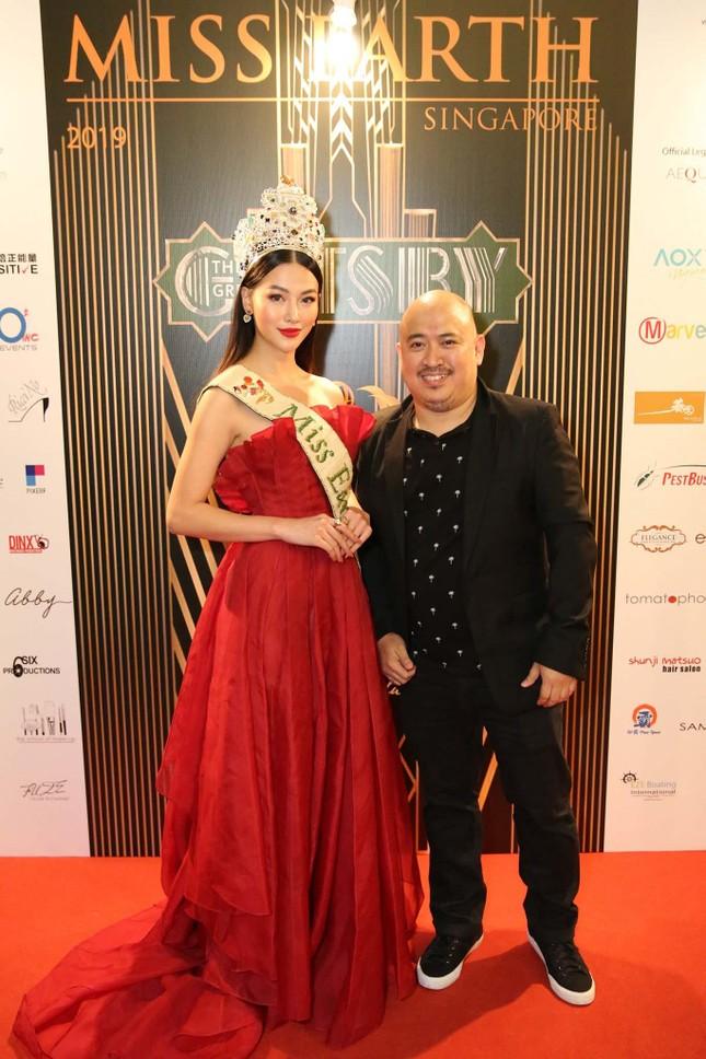 Hoa hậu Phương Khánh nóng bỏng với sắc đỏ dự chung kết Miss Earth Singapore 2019 ảnh 5