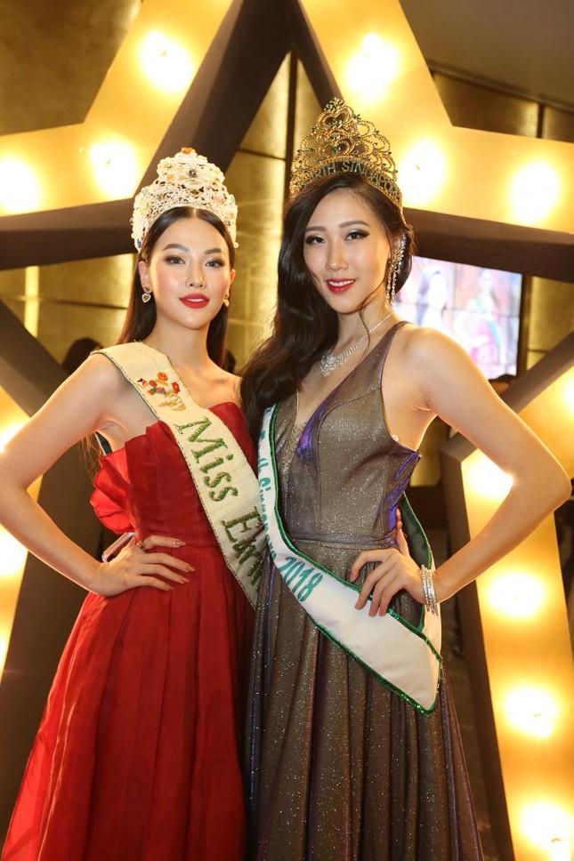Hoa hậu Phương Khánh nóng bỏng với sắc đỏ dự chung kết Miss Earth Singapore 2019 ảnh 3