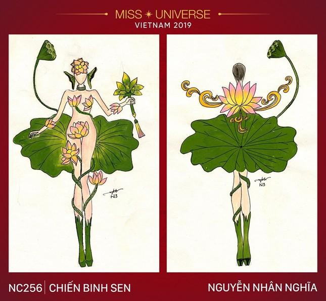Trang phục dùng hoa sen che phần nhạy cảm cho Hoàng Thùy: Ngọc Trinh hợp hơn? ảnh 1