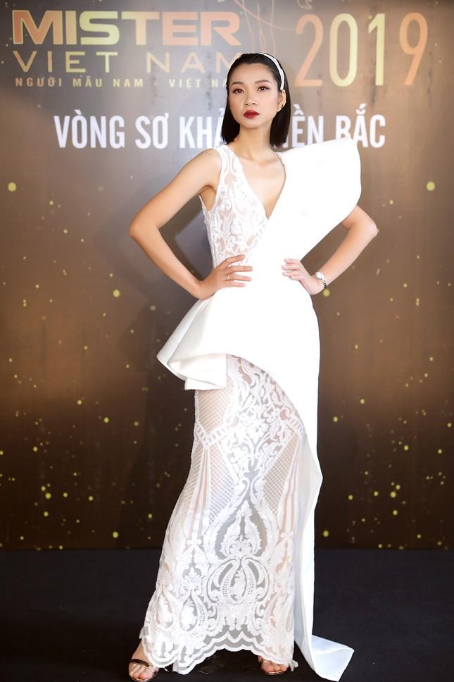 Hoa hậu Thu Thuỷ vai trần gợi cảm, trẻ đẹp bất ngờ ảnh 4