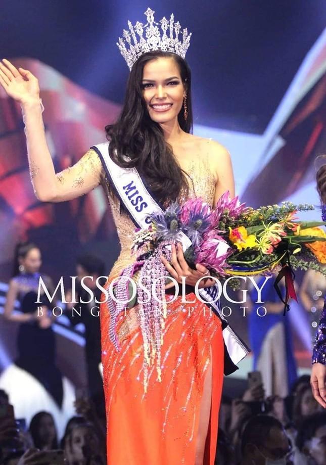 Thân hình nóng 'bỏng mắt' của tân Hoa hậu Hoàn vũ Thái Lan ảnh 1