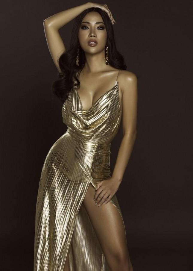 Body bỏng mắt của tình cũ Kim Lý với bikini cùng 'số đo vàng' 90-60-90 ảnh 2