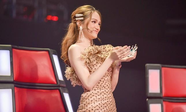 Hương Giang tuyên bố gây sốc: Hoa hậu mà còn hát hay chỉ có mình tôi ở Việt Nam ảnh 8