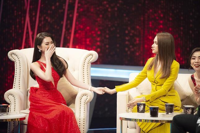 Lệ Quyên, Hương Giang Idol tranh cãi trên sóng truyền hình về 'người thứ ba' ảnh 3