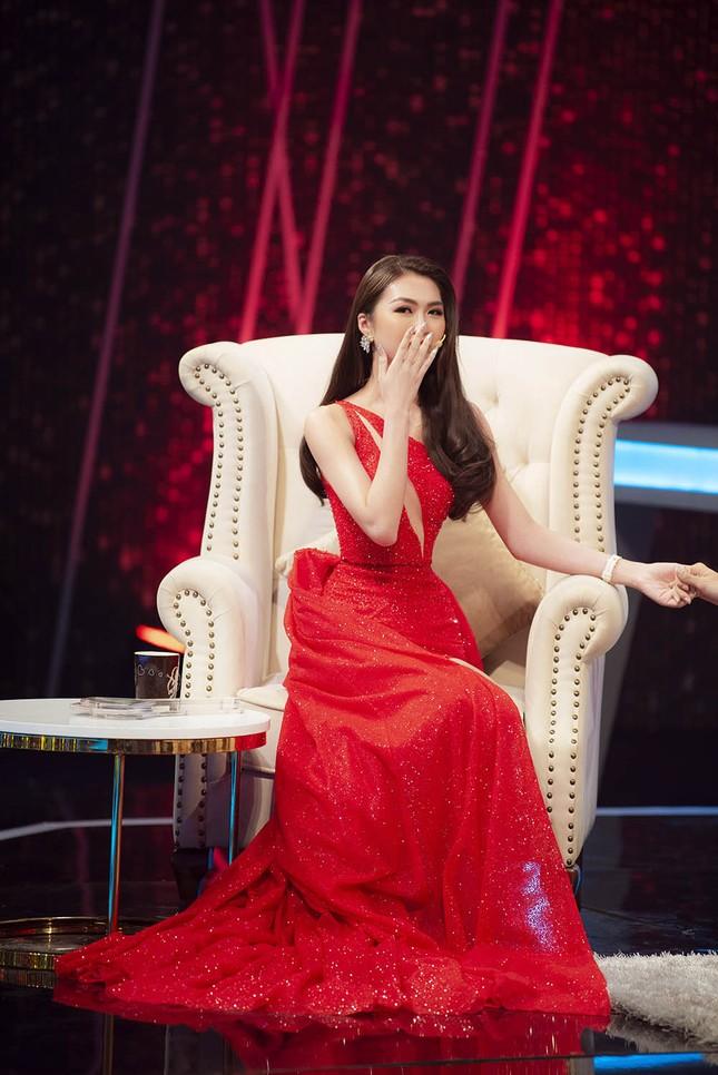 Lệ Quyên, Hương Giang Idol tranh cãi trên sóng truyền hình về 'người thứ ba' ảnh 2