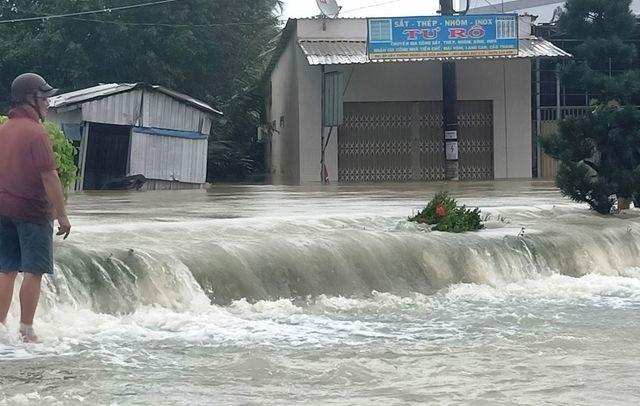 Phú Quốc lũ dâng cao ngang đầu người, huy động 1.000 quân cứu dân ảnh 9