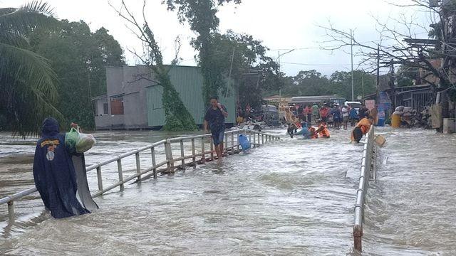 Phú Quốc lũ dâng cao ngang đầu người, huy động 1.000 quân cứu dân ảnh 16