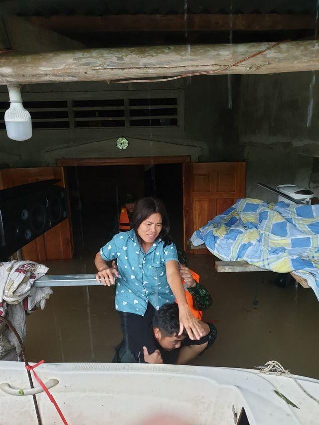 Phú Quốc lũ dâng cao ngang đầu người, huy động 1.000 quân cứu dân ảnh 7