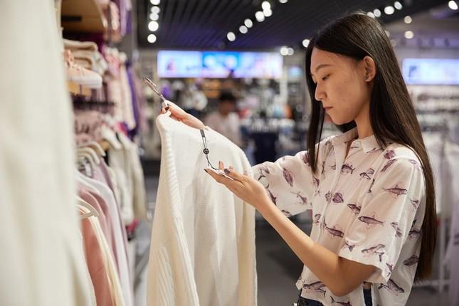 Giới trẻ châu Á 'tiêu tiền như người Mỹ' và gánh nặng nợ ngập đầu ảnh 2
