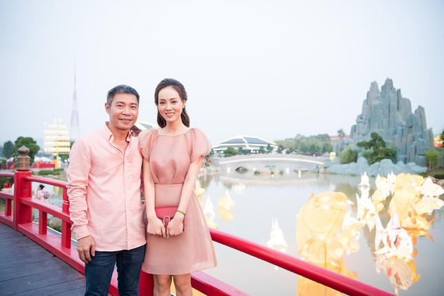 Á hậu Thuỵ Vân khuyên NSND Công Lý nhuộm tóc để xứng đôi với bạn gái ảnh 3