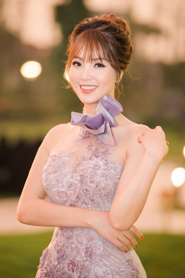 Á hậu Thuỵ Vân khuyên NSND Công Lý nhuộm tóc để xứng đôi với bạn gái ảnh 7
