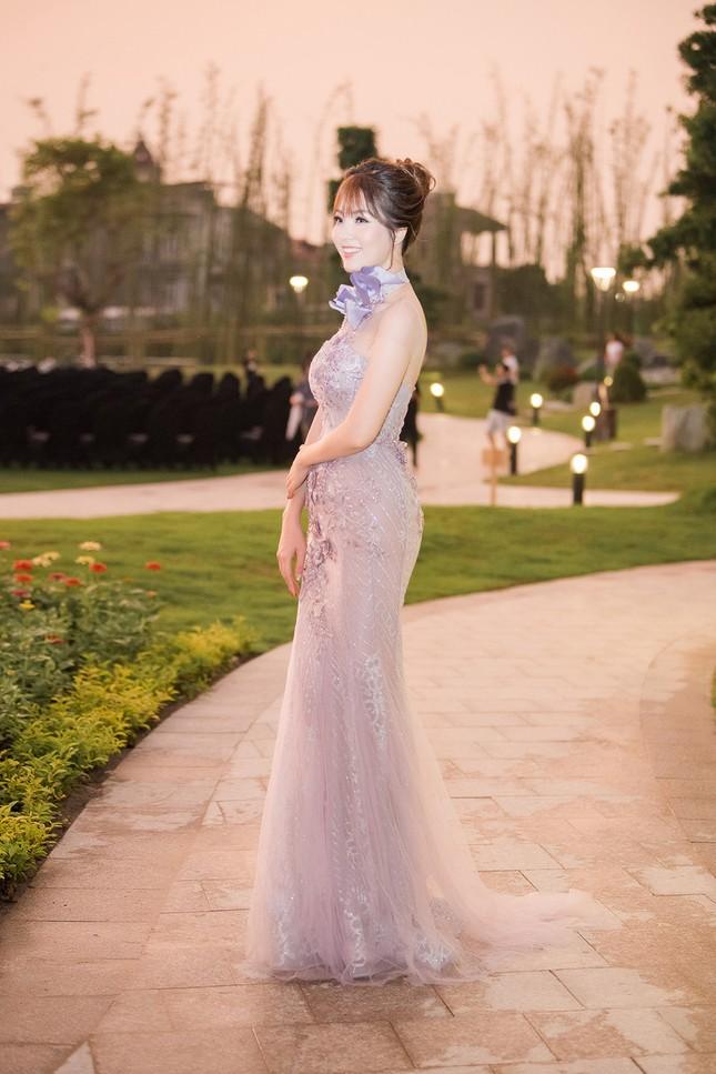Á hậu Thuỵ Vân khuyên NSND Công Lý nhuộm tóc để xứng đôi với bạn gái ảnh 8