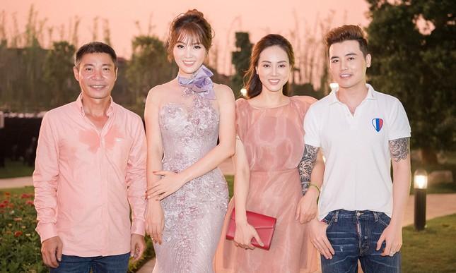Á hậu Thuỵ Vân khuyên NSND Công Lý nhuộm tóc để xứng đôi với bạn gái ảnh 10