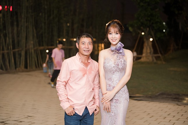Á hậu Thuỵ Vân khuyên NSND Công Lý nhuộm tóc để xứng đôi với bạn gái ảnh 12
