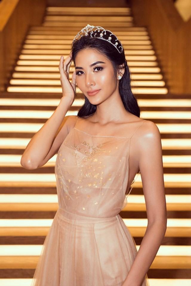 Á hậu Phương Nga-Bình An diện đồ như fashionista, tình tứ đi xem thời trang ảnh 7