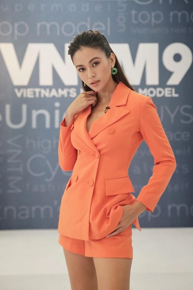 Á hậu Phương Nga-Bình An diện đồ như fashionista, tình tứ đi xem thời trang ảnh 4