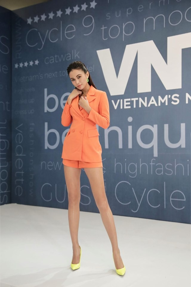 Á hậu Phương Nga-Bình An diện đồ như fashionista, tình tứ đi xem thời trang ảnh 5