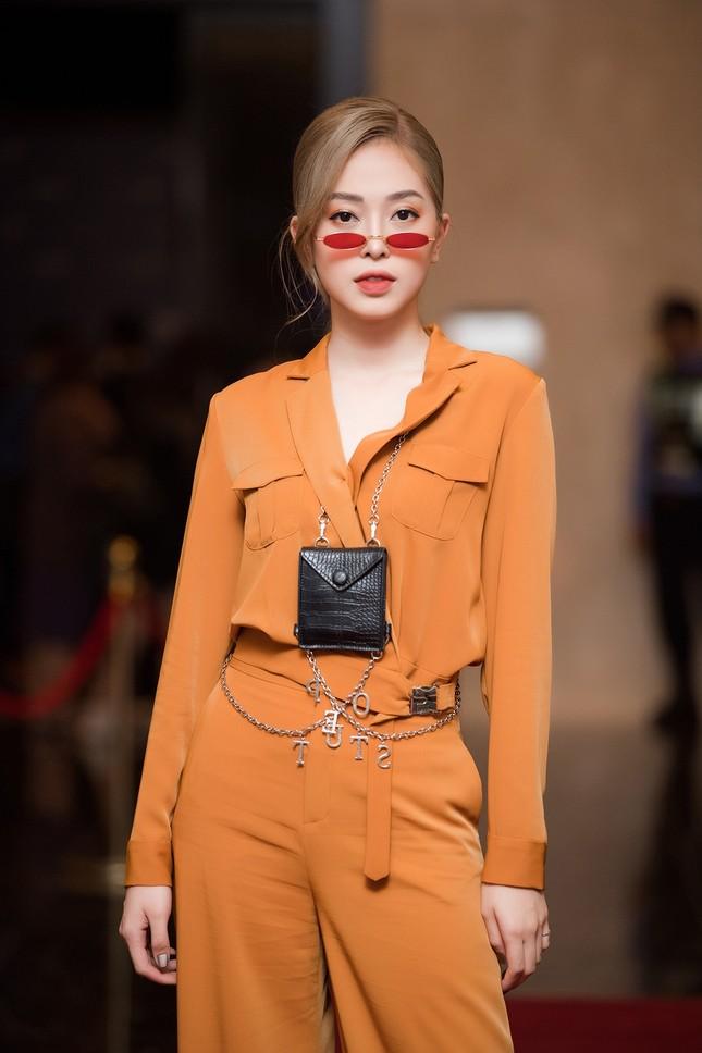 Á hậu Phương Nga-Bình An diện đồ như fashionista, tình tứ đi xem thời trang ảnh 1
