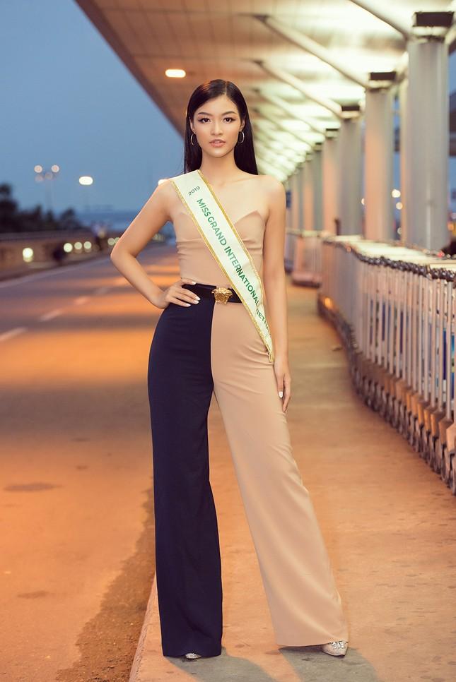 Á hậu Kiều Loan gây náo loạn sân bay khi sang Venezuela dự thi Miss Grand 2019 ảnh 2