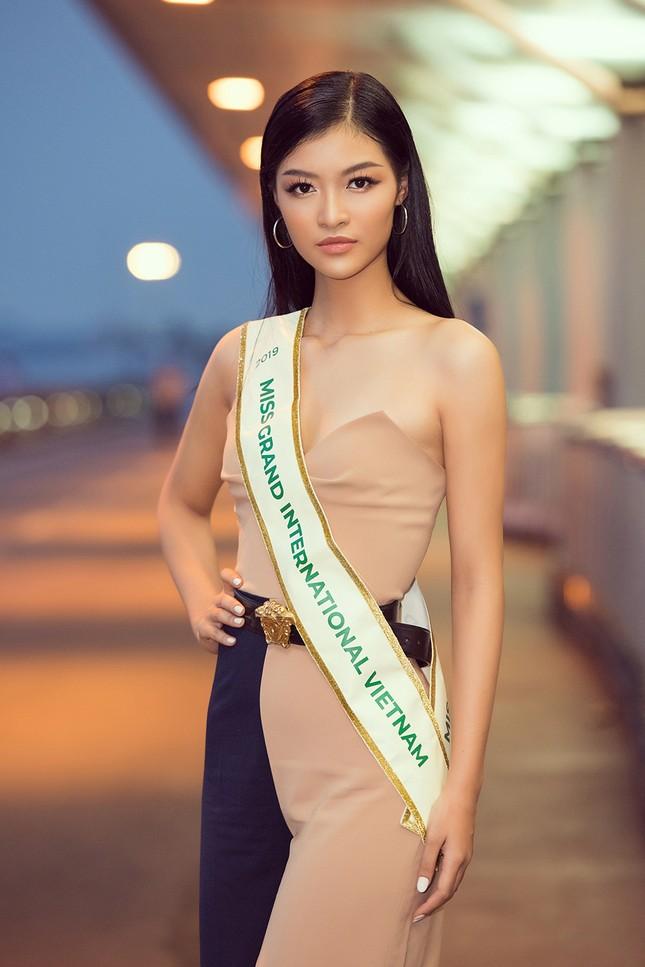 Á hậu Kiều Loan gây náo loạn sân bay khi sang Venezuela dự thi Miss Grand 2019 ảnh 3
