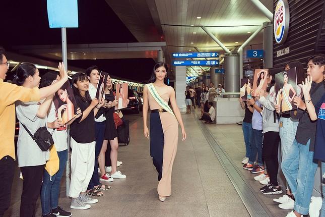 Á hậu Kiều Loan gây náo loạn sân bay khi sang Venezuela dự thi Miss Grand 2019 ảnh 11