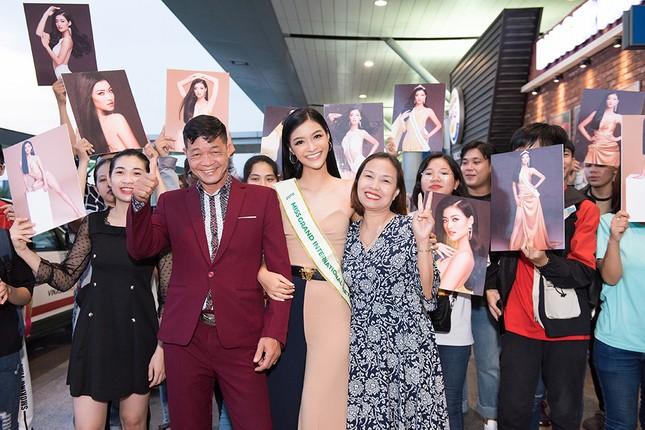 Á hậu Kiều Loan gây náo loạn sân bay khi sang Venezuela dự thi Miss Grand 2019 ảnh 9