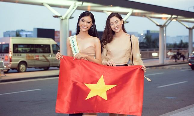 Á hậu Kiều Loan gây náo loạn sân bay khi sang Venezuela dự thi Miss Grand 2019 ảnh 7
