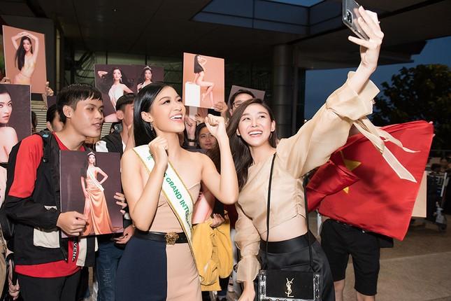 Á hậu Kiều Loan gây náo loạn sân bay khi sang Venezuela dự thi Miss Grand 2019 ảnh 6