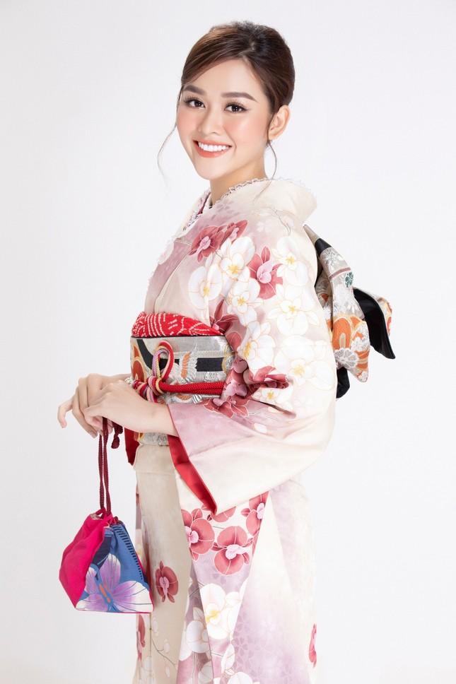 Á hậu Tường San diện kimono xinh đẹp, hoá mỹ nhân xứ Phù Tang ảnh 2