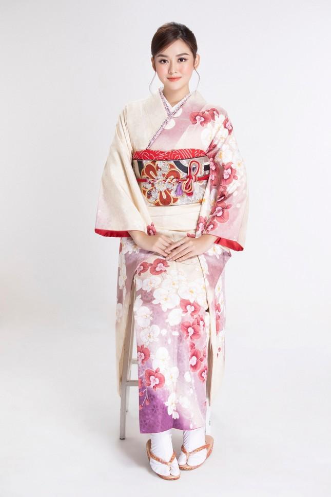 Á hậu Tường San diện kimono xinh đẹp, hoá mỹ nhân xứ Phù Tang ảnh 3