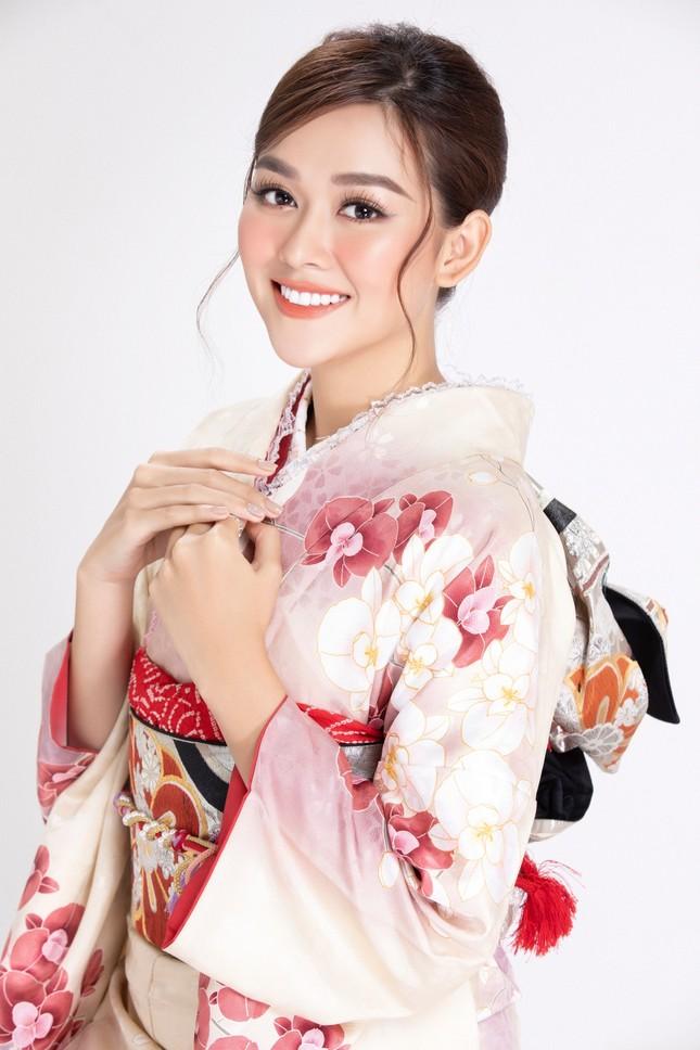 Á hậu Tường San diện kimono xinh đẹp, hoá mỹ nhân xứ Phù Tang ảnh 1