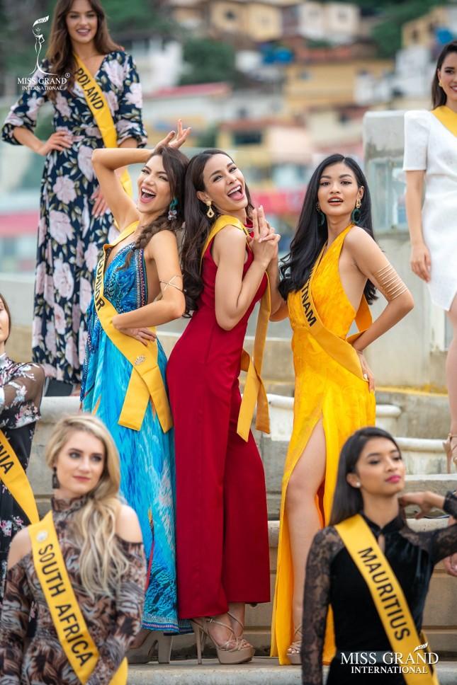 Á hậu Kiều Loan chễm chệ trên 21 bảng xếp hạng trước chung kết Miss Grand ảnh 3