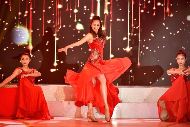 Khánh Thi khoe vòng một nóng bỏng trên sàn nhảy dancesport cùng ông xã ảnh 6