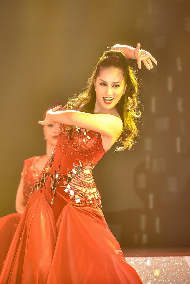 Khánh Thi khoe vòng một nóng bỏng trên sàn nhảy dancesport cùng ông xã ảnh 7