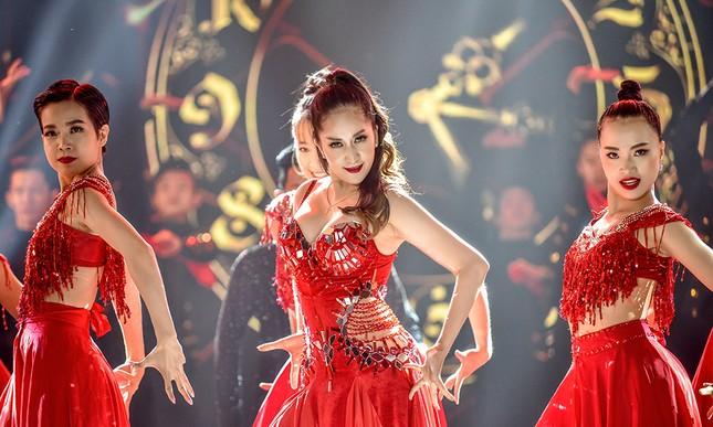 Khánh Thi khoe vòng một nóng bỏng trên sàn nhảy dancesport cùng ông xã ảnh 11