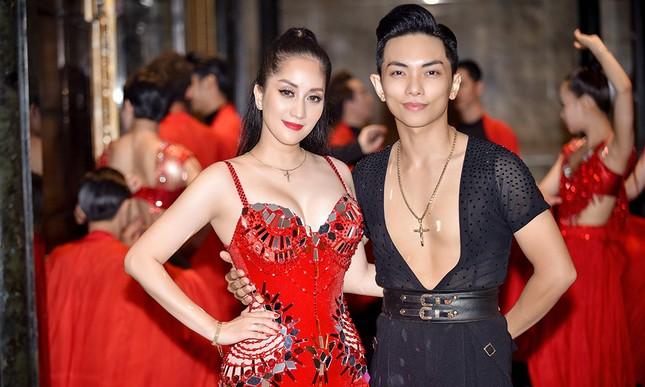 Khánh Thi khoe vòng một nóng bỏng trên sàn nhảy dancesport cùng ông xã ảnh 4