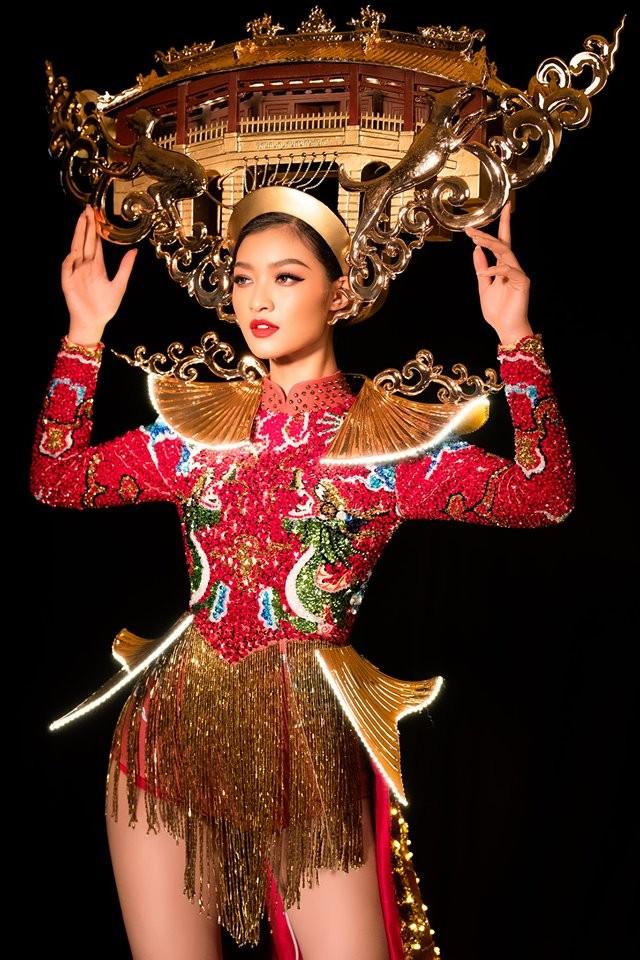 Á hậu Kiều Loan hé lộ trang phục dân tộc hoành tráng khiến fans 'phát sốt' ảnh 1