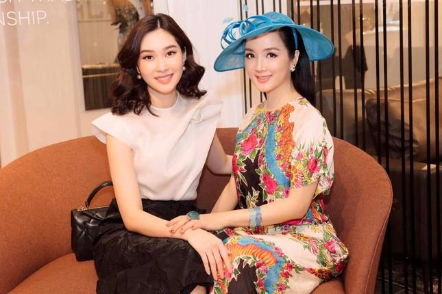 Á hậu Kiều Loan hé lộ trang phục dân tộc hoành tráng khiến fans 'phát sốt' ảnh 13